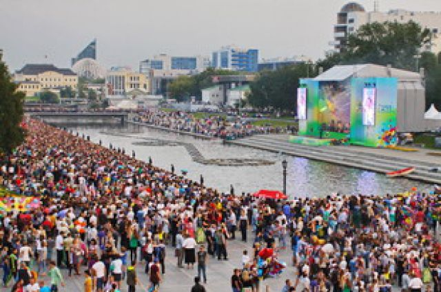 Ко Дню города в Екатеринбурге появился новый мост через Исеть