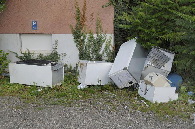 Невывезенный мусор - частая проблема в жилых массивах