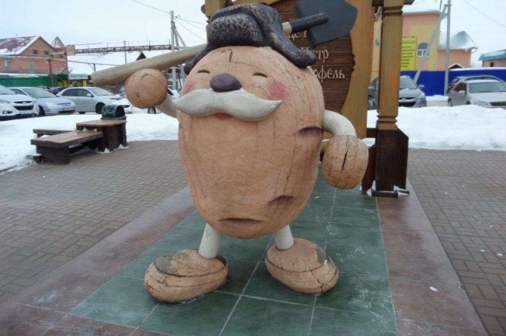 Кузбасс, г. Мариинск. Памятник картошке в честь мирового рекорда по сбору картофеля с 1 га.