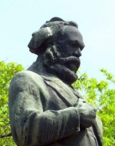 8. Памятник Карлу Марксу на одноимённой площади