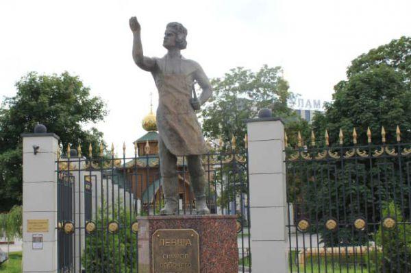 Тула. Памятник Левше.