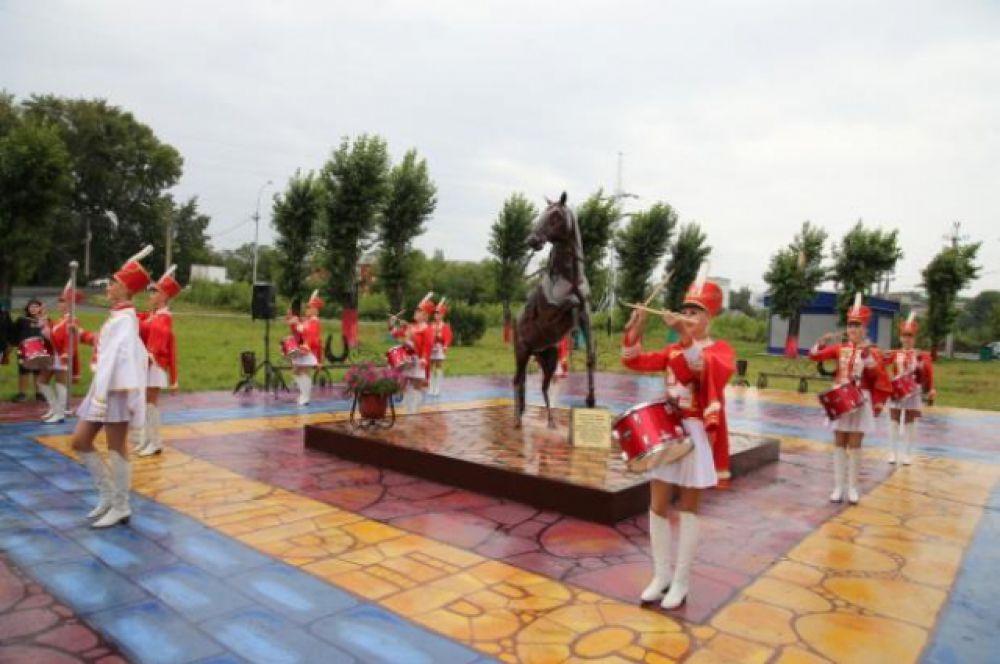Кузбасс, г. Прокопьевск. Памятник лошади, которая помогала горнякам, возила вагонетки с углем в шахтах.
