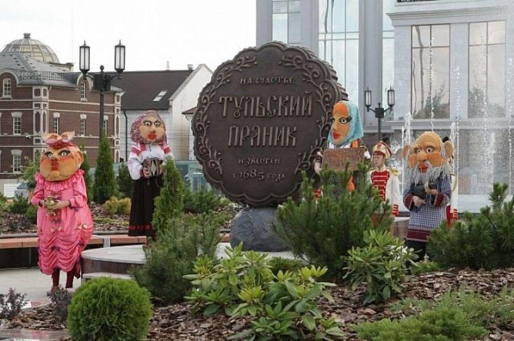 Тула. Памятник знаменитому тульскому прянику.