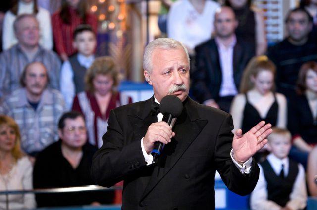 Леонид Якубович - бессменный ведущий программы «Поле чудес».