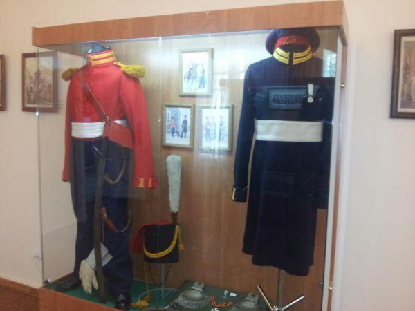 Летняя и зимняя форма казаков Лейб-гвардии Казачьего полка периода наполеоновских войн.