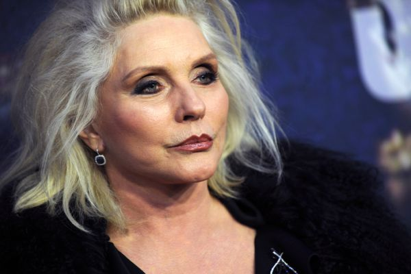 Дебби Харри, американская певица и актриса, автор песен, лидер new-wave группы «Blondie» – четвертая.