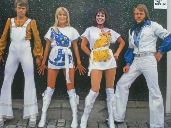 На пятом месте оказалась группа ABBA. Записи группы по всему миру были проданы тиражом более 350 миллионов экземпляров. Группа стала первым представителем континентальной Европы, завоевавшим первые места в чартах всех ведущих англоговорящих стран (США, Великобритания, Канада, Ирландия, Австралия и Новая Зеландия). Синглы квартета занимали первые места в мировых чартах с середины 1970-х (Waterloo) до начала 1980-х (One of Us), а альбомы-сборники возглавляли мировые хит-парады и в 2000-х.