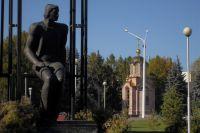 Памятники, безусловно, служат украшением любого города.
