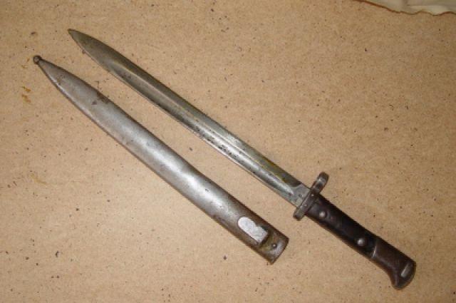 Штык к старинной винтовке изъяли сотрудники таможни в Толмачево