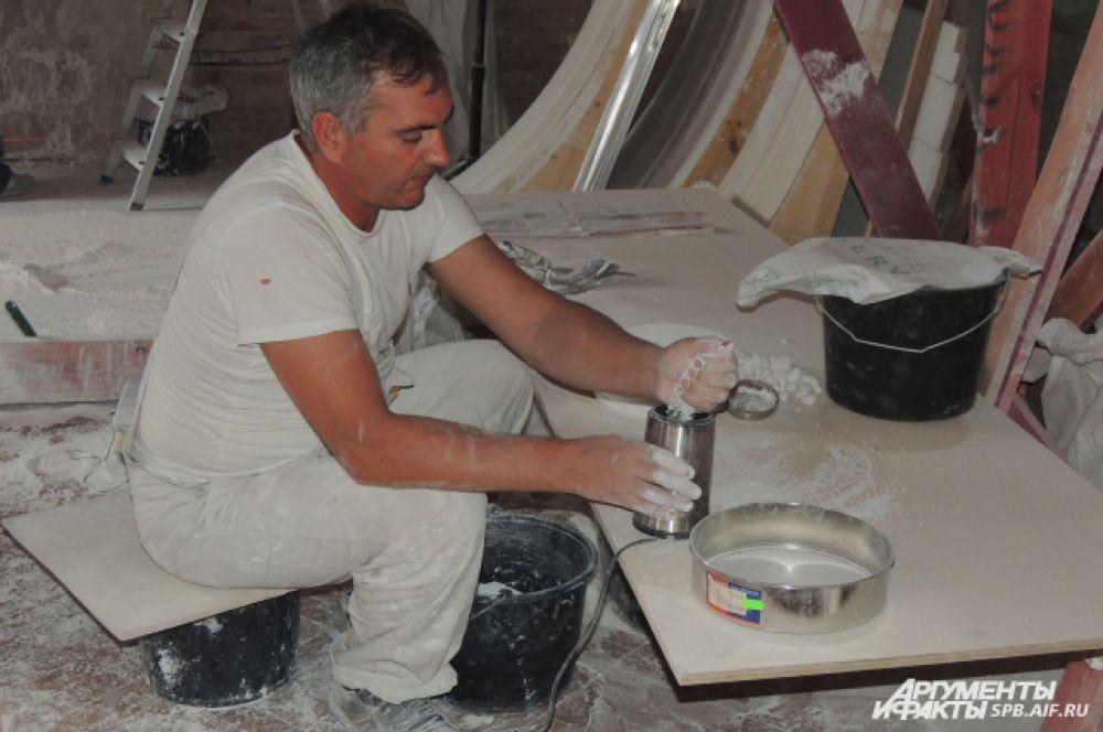 Реставраторы работают над четырьмя залами.