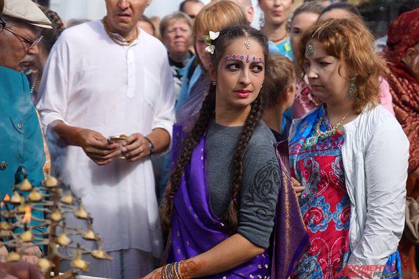 На территории парка Горького отметили древний индийский праздник Ратха-Ятра.