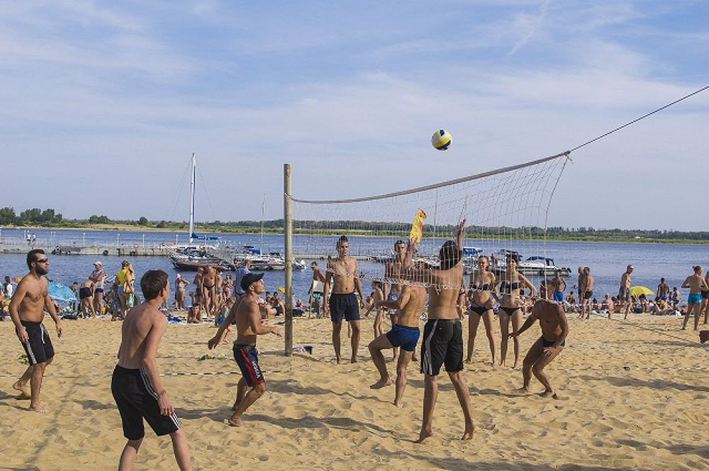 А сторонники активного отдыха всем остальным площадкам фестиваля предпочли волейбольную.