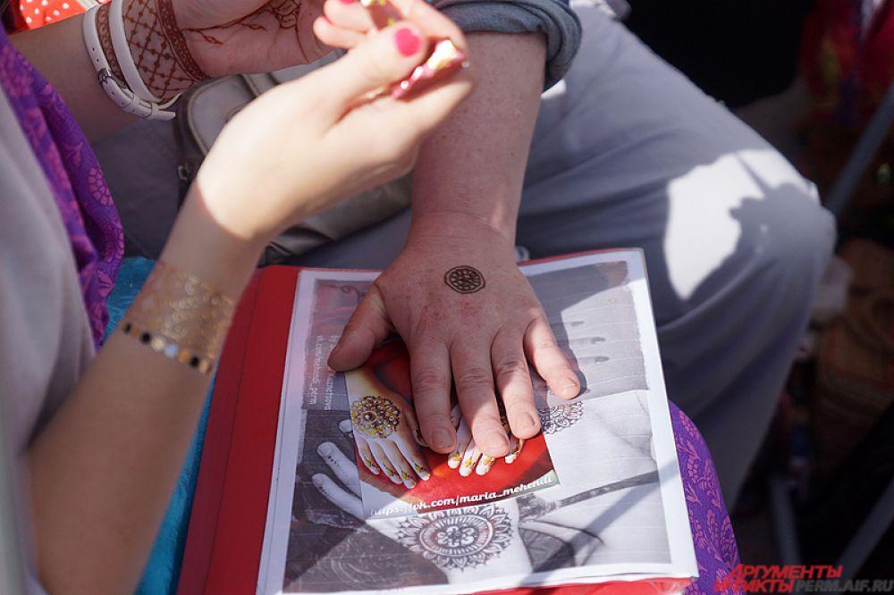 Временные татуировки хной - новая мода в мире.