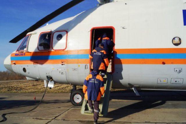 Часть пострадавших спасатели привезли в Хабаровск на вертолете