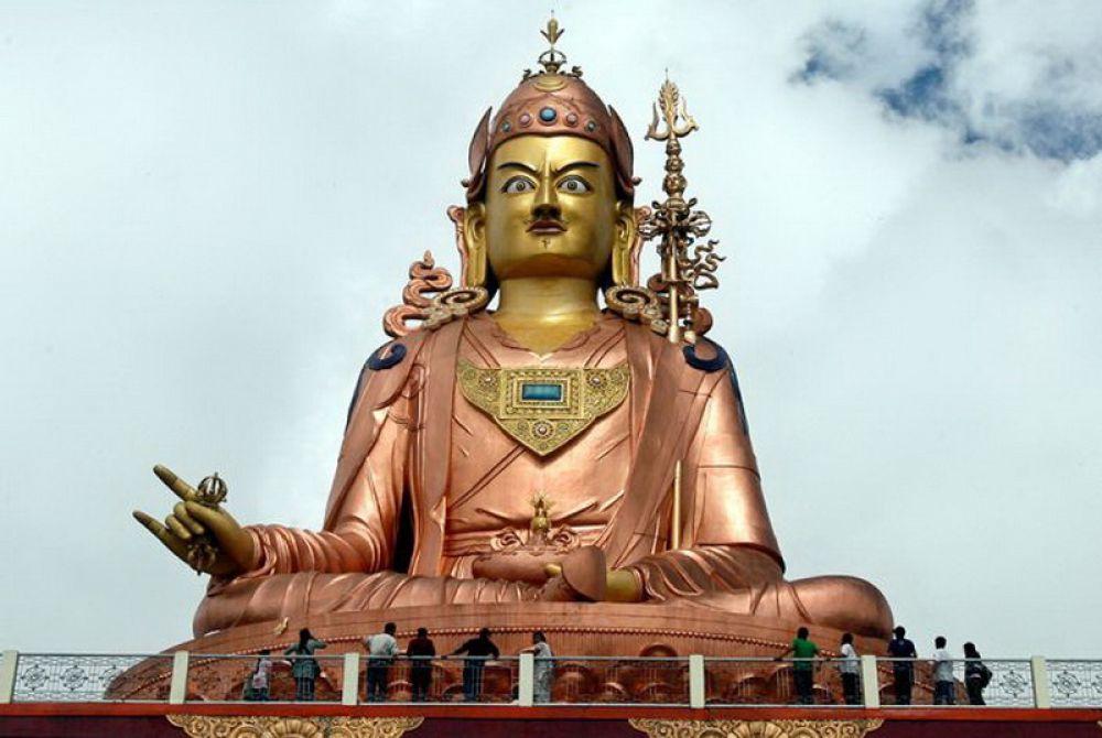Буддийский учитель и йога- гуру Падмасабхаве (Гималаи, Индия).