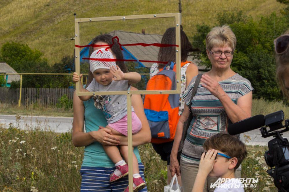 Дети исследуют дивногорские ландшафты.