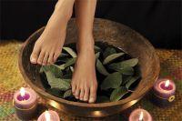Чтобы стопы были красивыми, нужно внимательно следить за их здоровьем.