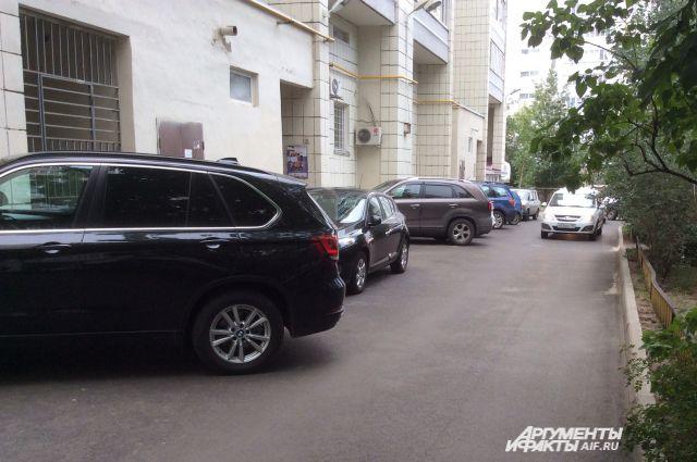 Парковка на ул. Достоевского, 42