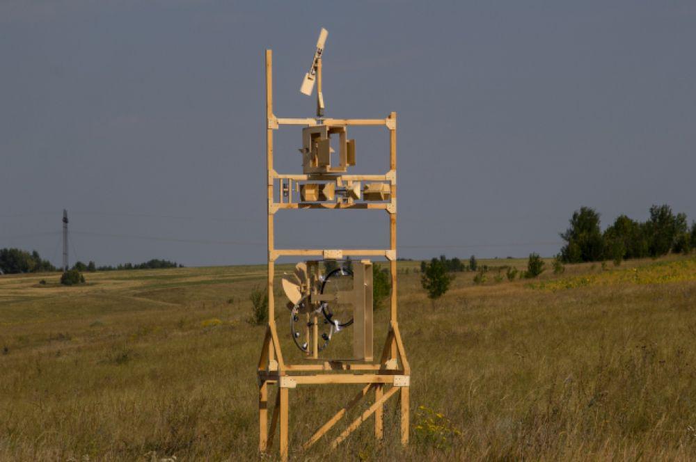 Необычная мельница при ветреной погоде издает звуки Дивногорья, уверяют ее авторы.