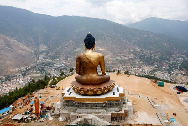 Статуя Будды в Бутане.
