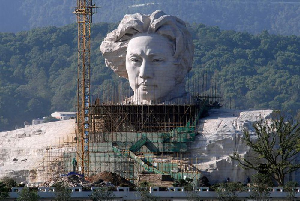 Монумент молодого Мао Цзедуна в городе Чанша (Китай).