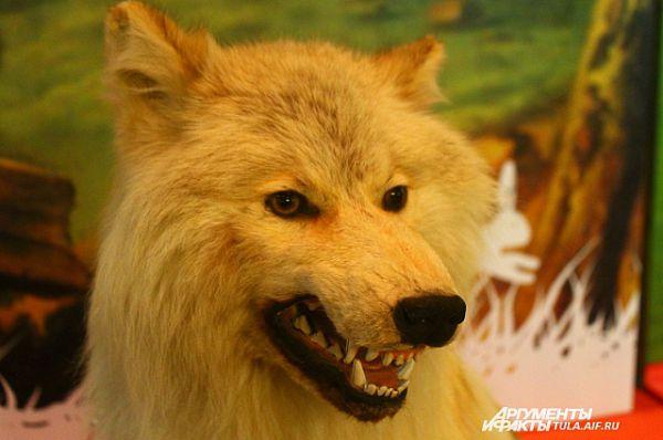 В прекрасной технике выполнены фигуры охотничьих собак и диких животных – зайца, белки, лисицы, волка и медведя.