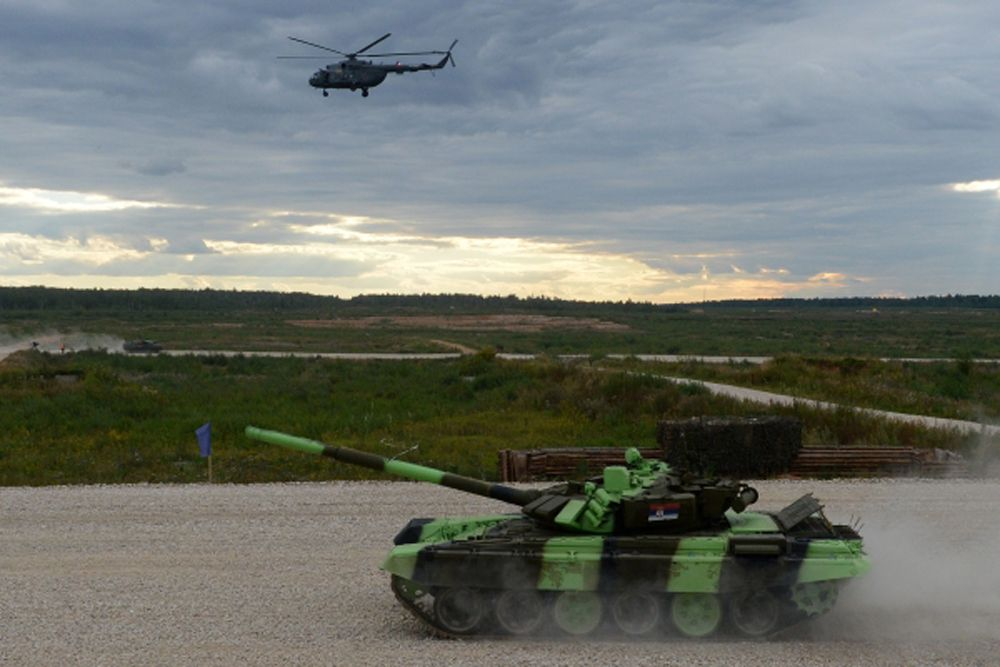 Со старта казахские танкисты выбились в лидеры, российский экипаж шел вторым, за ними сербы, замыкали гонку китайские танкисты.