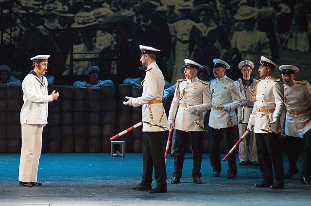 Спектакль «Крейсера» прошёл с оглушительным успехом на столичной сцене.