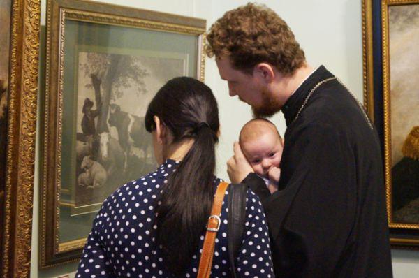 Выставку шедевров живописи можно посещать всей семьёй, не исключая младенцев