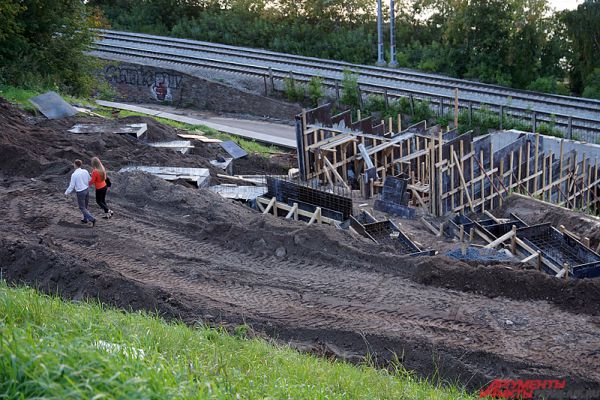 На сегодняшний день подрядная организация ведет работы строго в соответствии с графиком производства работ, сообщили в администрации.
