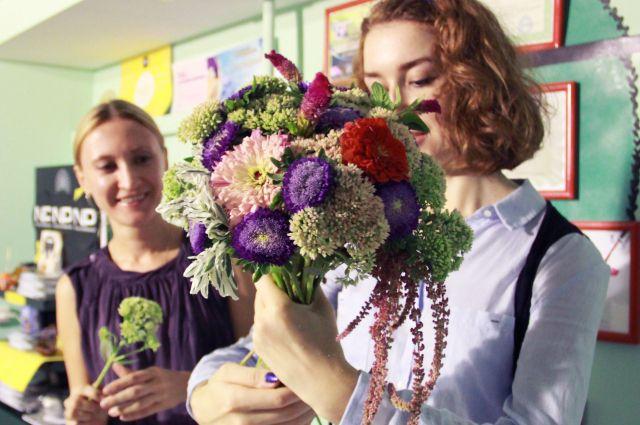 50 тысяч цветов в неделю привозят в Иркутск.