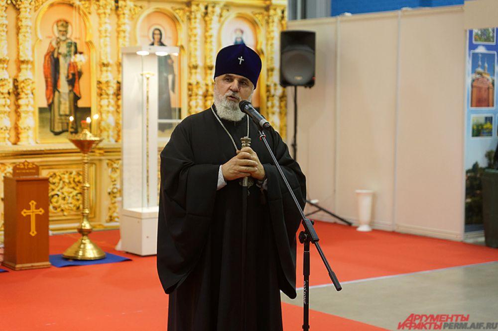 Как отметил митрополит Пермский и Кунгурский Мефодий, выставка уже стала своеобразным местом встреч для многих людей, которых объединяет единая духовная связь.