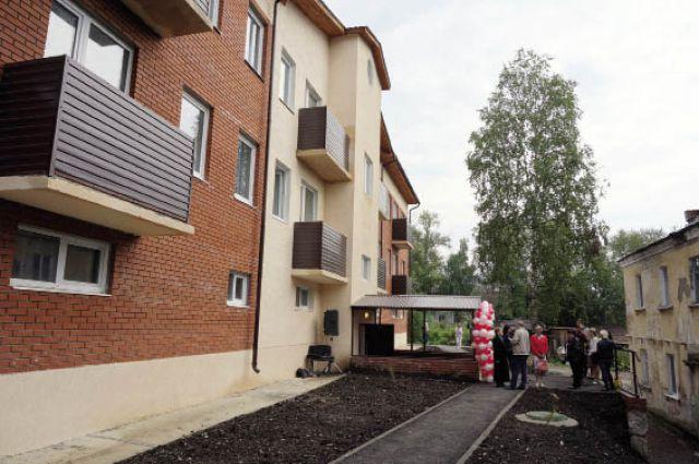 В доме по ул. Кирова, 14 есть центральное отопление и водоснабжение.
