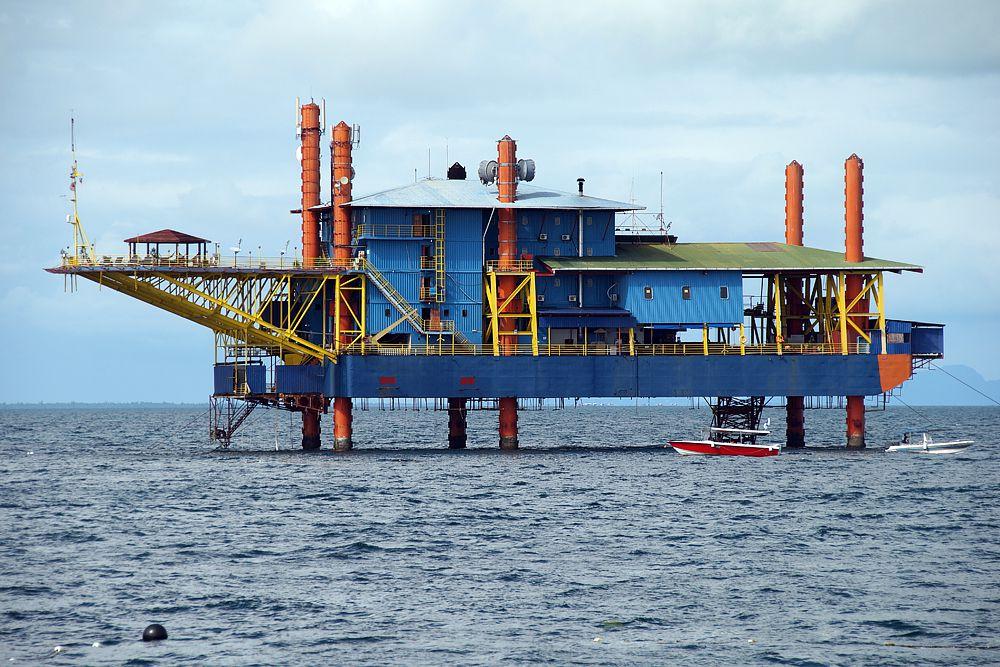 Seaventures Dive Resort — остров Сипадан, Малайзия. Отель оборудован на бывшей нефтяной платформе. Здесь можно совершить погружение, не выходя из отеля: достаточно опуститься под воду на лифте.