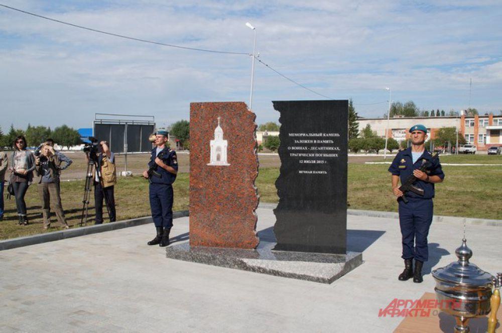 Открытие закладного камня на месте постройки часовни в память о десантниках.