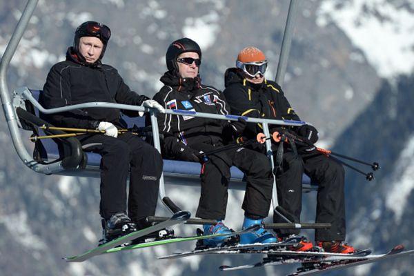 3 января 2014. Владимир Путин и Дмитрий Медведев на подъемнике во время катания на лыжах на трассе лыжно-биатлонного комплекса «Лаура» в Красной Поляне.
