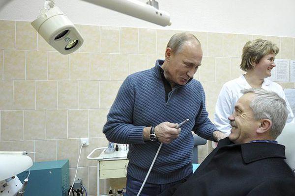 15 ноября 2011 года. Владимир Путин и губернатор Белгородской области Евгений Савченко.