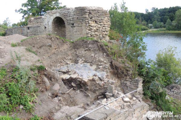 Рядом с Тайничной башней находился спуск к воде.