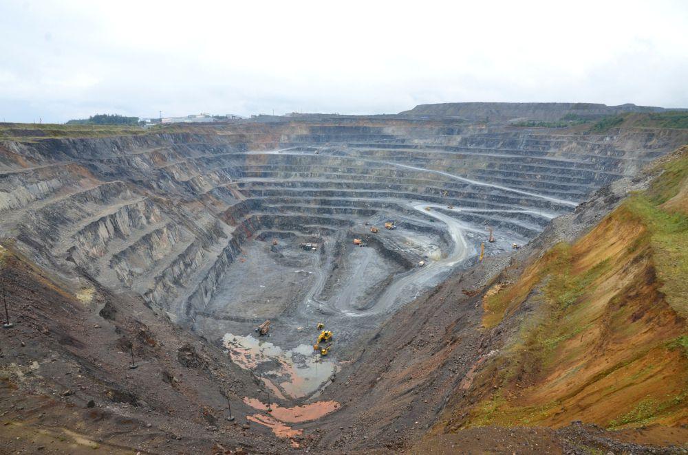 Карьер Горевского месторождения цинка и свинца. Глубина 300 метров