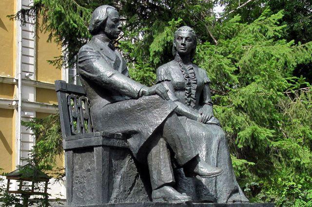 Памятник родителям Владимира Ленина в Пензе