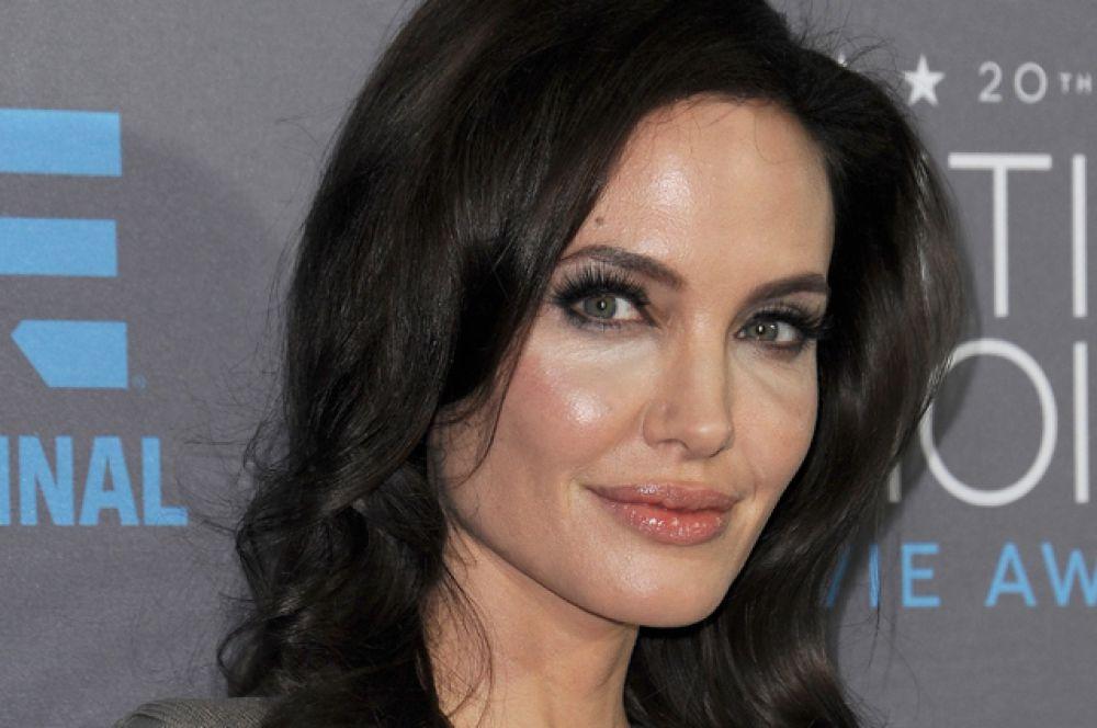 В 2014 году вышел лишь один фильм с Анджелиной Джоли в главной роли. «Малефисента» собрала в мировом прокате около $760 млн. А сама Джоли сумела заработать $15 млн. Это лишь седьмой показатель в рейтинге.