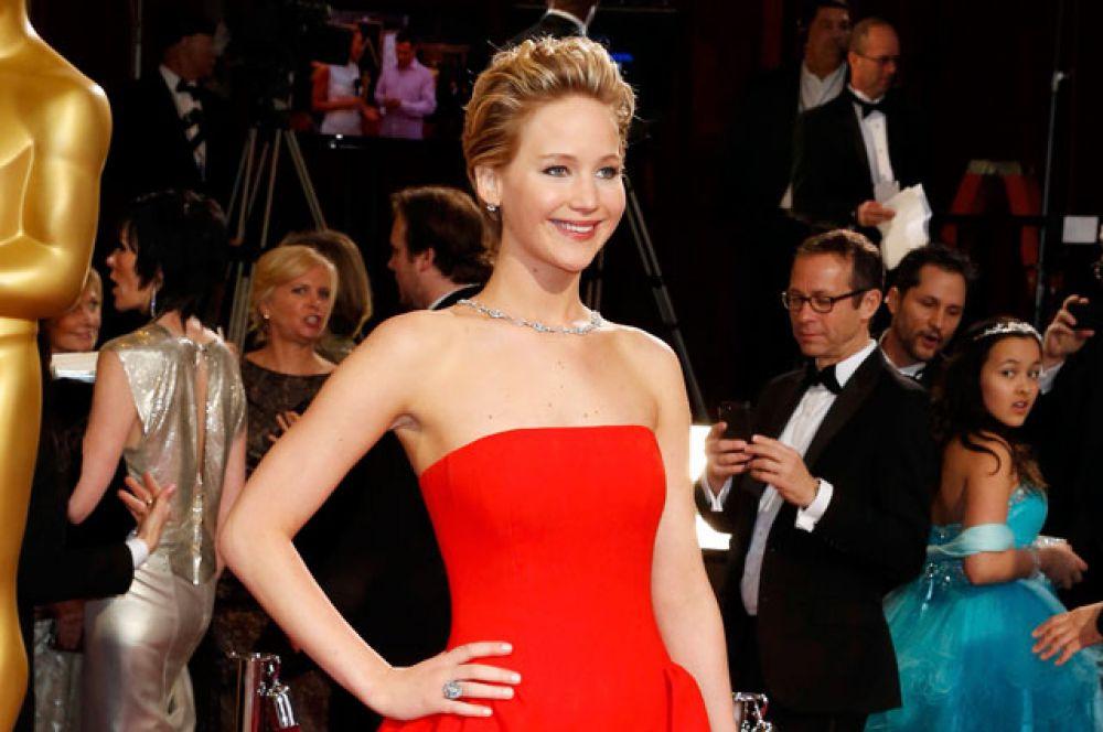 Возглавляет рейтинг самых высокооплачиваемых актрис мира 25-летняя Дженнифер Лоуренс, в 2015 году заработавшая $52 млн. Как выяснили сотрудники Forbes, основную часть этой суммы актриса получила благодаря участию во франшизе «Голодные игры», а также сотрудничеству с одним из крупнейших домов моды.