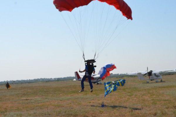 ... и парашютные прижки.