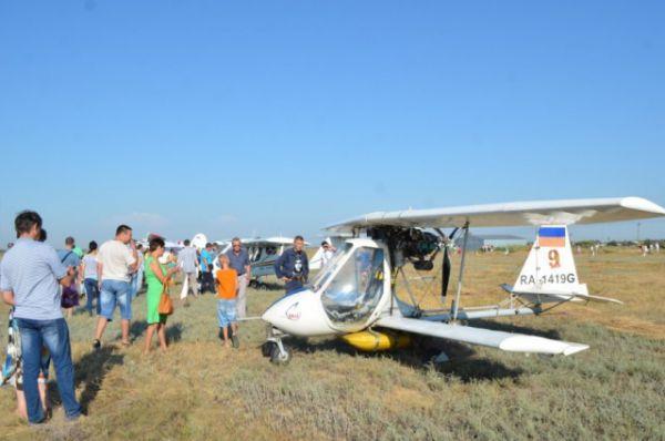 Парад авиатехники на аэродроме станицы Романовской смогли увидеть несколько сот зрителей.