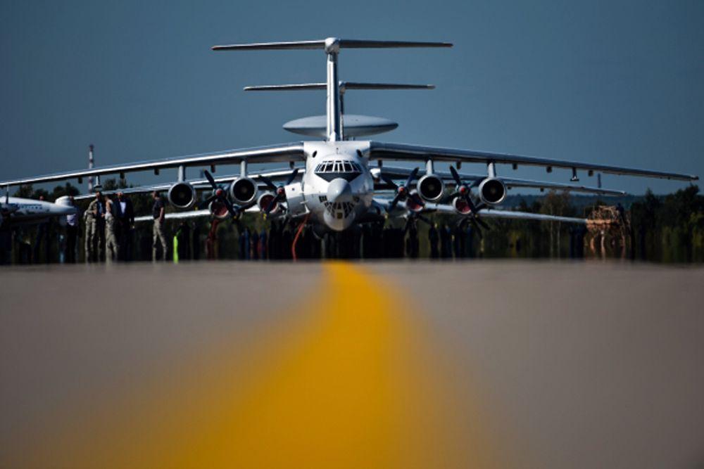 Ил-76 во время генеральной репетиции летной программы торжественного открытия Международного авиационно-космического салона МАКС-2015.