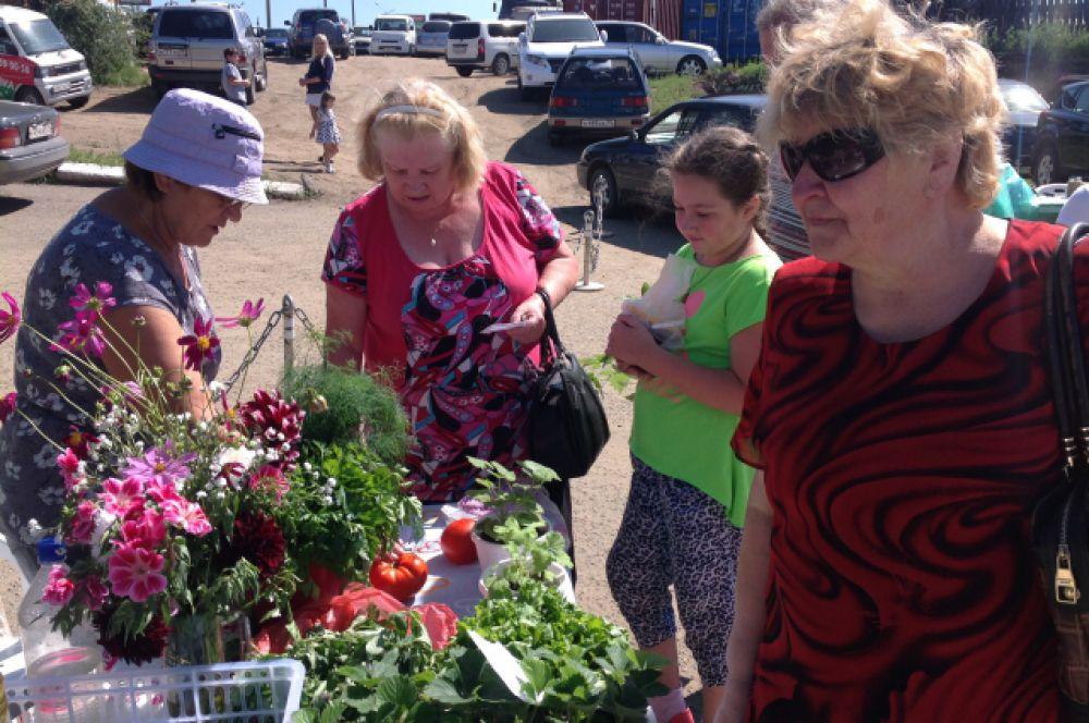 Интерес гостей выставки вызывали не только овощные культуры, но и цветы.