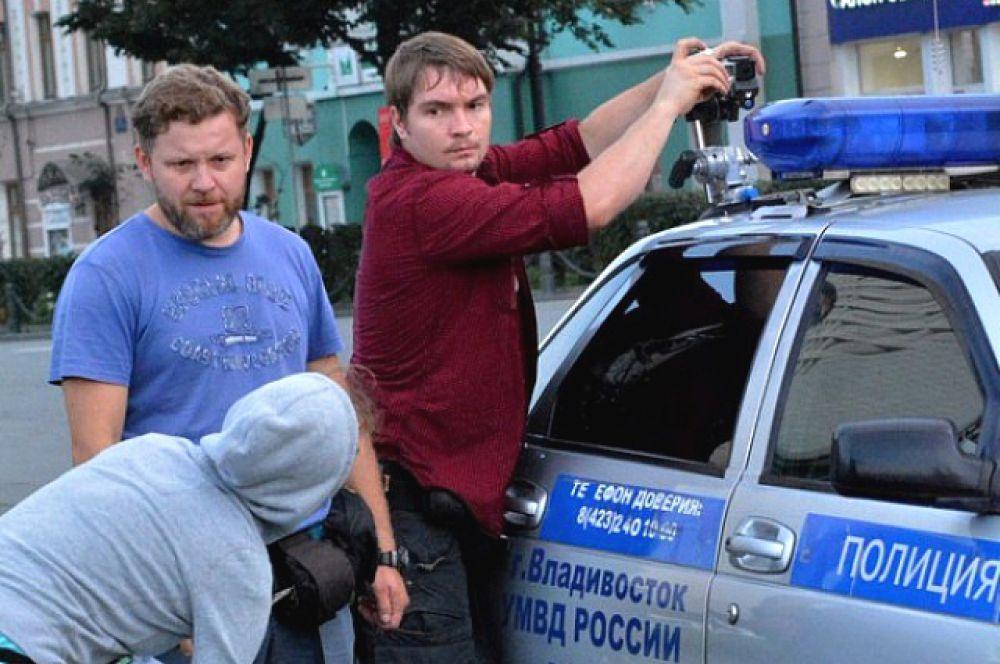 Из полицейской машины сделали съемочную.