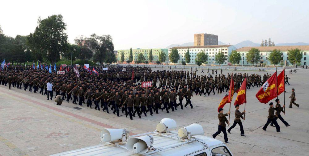 Северокорейцы, которые решили присоединиться к армии КНДР.
