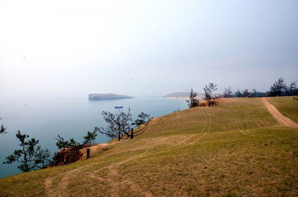 Вдалеке виден остров Харанцы.