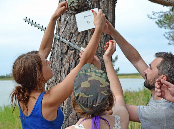Разгадав все загадки, участники нашли все элементы антенны и восстановили связь.